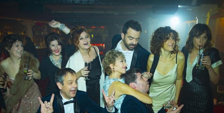 Foto dels actors i actrius del repartiment amb Empar Moliner | Dagoll Dagom