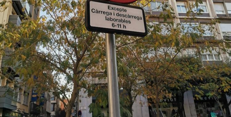 Imatge del senyal que indica restriccions de trànsit a la plaça de l'Àngel