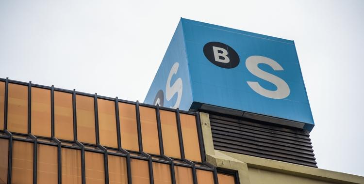 Exterior de la seu de Banc Sabadell a la ciutat/ Roger Benet