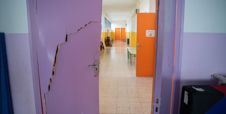 Imatge d'una de les portes esbotzades a l'Escola Joan Maragall | Roger Benet