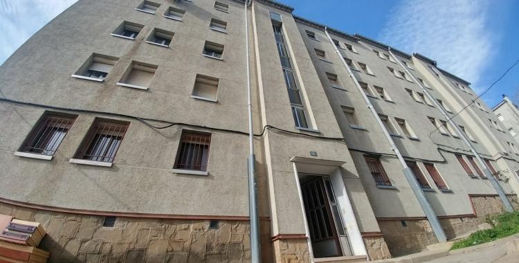En aquest bloc de pisos es van esfondrar dos sostres el febrer passat | Pere Gallifa