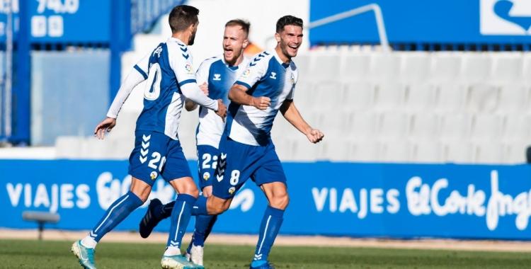 Cuevas celebra el primer dels dos gols de la tarda | CES