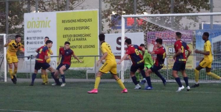 El Mercantil ve d'empatar contra el Badalona (3-3) després d'anar perdent 1-3 | Sergi Park