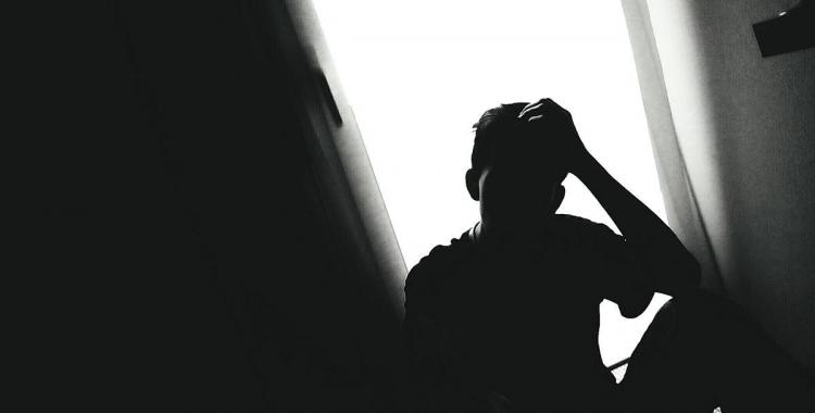 El 85 per cent de debuts d'episodis psicòtics es donen en joves/ EFE