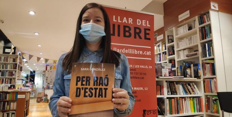Sara González ha presentat a Sabadell 'Per raó d'estat' a La llar del llibre | Pau Duran