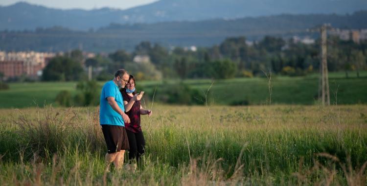 Una parella passejant pel Rodal | Roger Benet