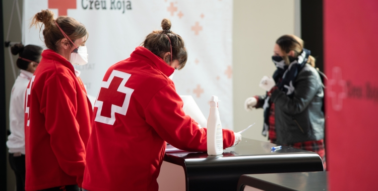 Personal de la Creu Roja/ Roger Benet