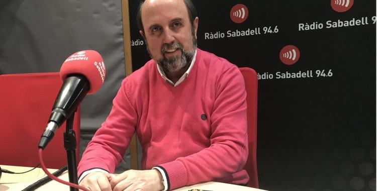 Miquel Sagarra en una imatge d'arxiu a l'estudi de Ràdio Sabadell