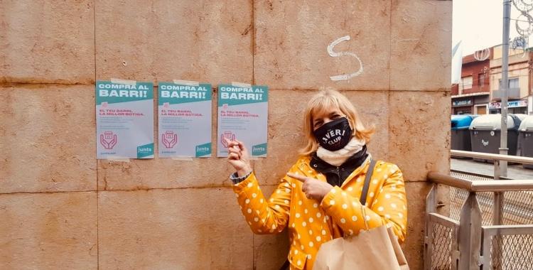 Mercè Cantero, primera coordinadora local de Junts per Sabadell, en una acció de la formació | Cedida