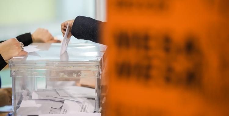 Una taula electoral/ Arxiu Roger Benet