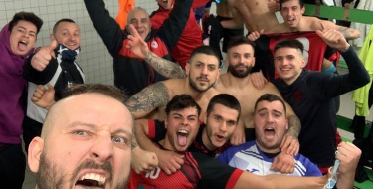 Alegria a l'Amics del Pou després de la gran victòria davant l'Olímpic Floresta | Cedida