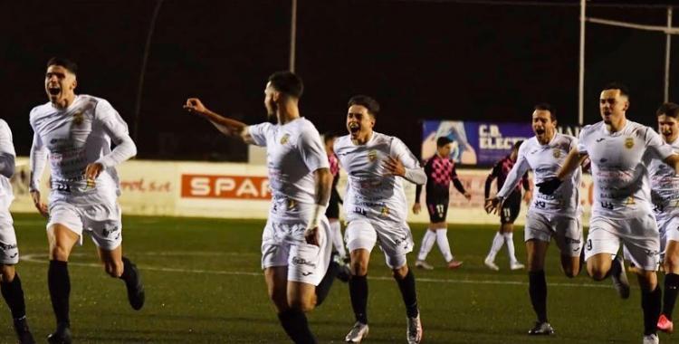 Alegria en els eivssencs després de superar el Sabadell als penals | Arsen Voronyy