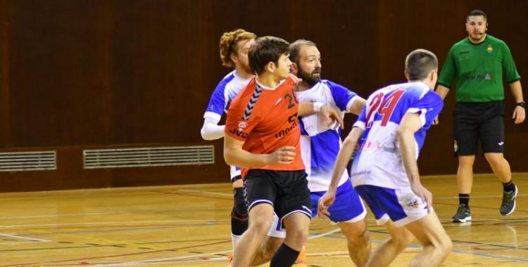El Sabadell ve de caure a la pista del Sant Cugat, on hi juga el sabadellenc Guillem Correro | Handbol Sant Cugat