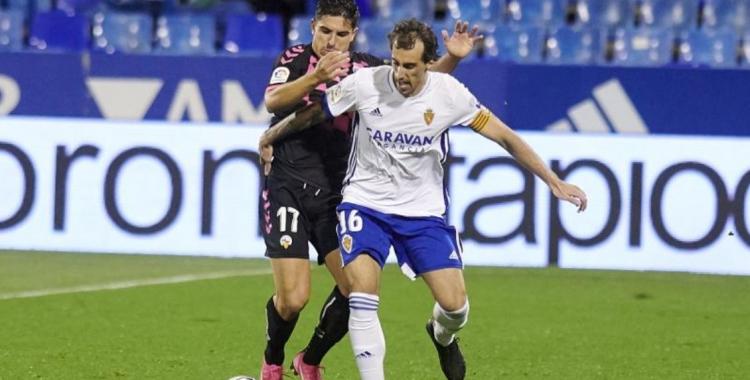 Víctor Garcia i Eguaras, disputant la pilota en el 0-0 de la primera volta   CES