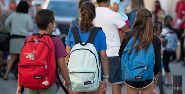 Imatge d'un grup de nens de camí a l'escola   Roger Benet