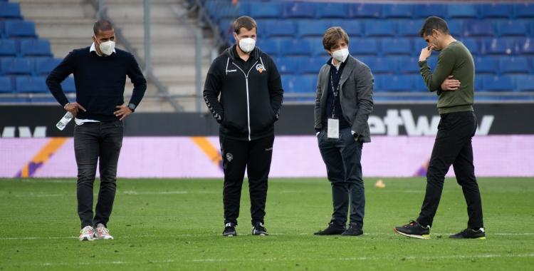 Juvenal Edjogo, Ignasi Salafranca, Jose Manzanera i Antonio Hidalgo rumiant després del partit a l'RCDE Stadium   Roger Benet