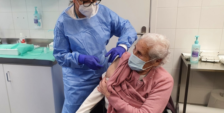Rosa Moreno s'ha vacunat aquest matí al CAP Nord   Cedida
