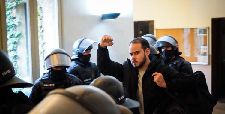Pablo Hasél, detingut pels Mossos | ACN - Pau de la Calle