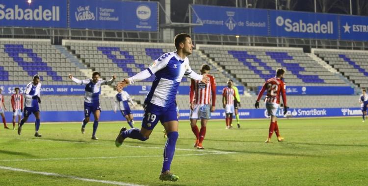 Guruzeta celebra el gol de la primera volta a la Nova Creu Alta | CES