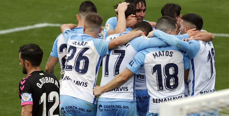 Els jugadors del Málaga celebren un dels gols del partit | LaLiga