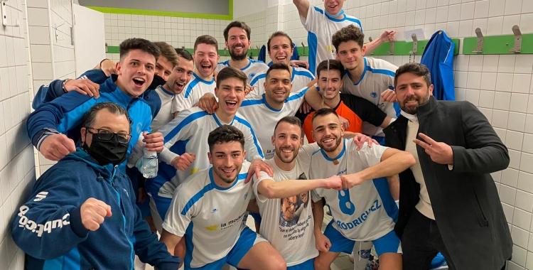 Celebració al vestidor del Natació Sabadell dissabte al Pavelló Nord   Adrián Arroyo