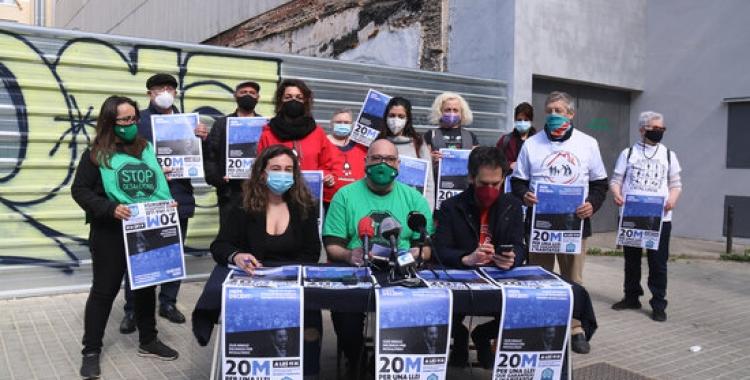 Roda de premsa del moviment en defensa de l'habitatge, al costat de la seu del PSC a Barcelona | ACN