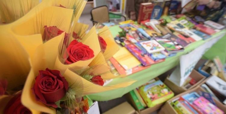 Satisfacció entre els llibreters sabadellencs en l'arrencada del Sant Jordi llarg | Roger Benet