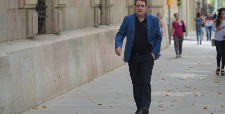 L'exalcalde Manuel Bustos anant a declarar al TSJC | Roger Benet