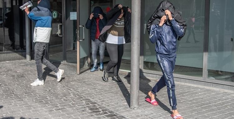 Tres dels processats, sortint dels Jutjats de Sabadell/ Roger Benet