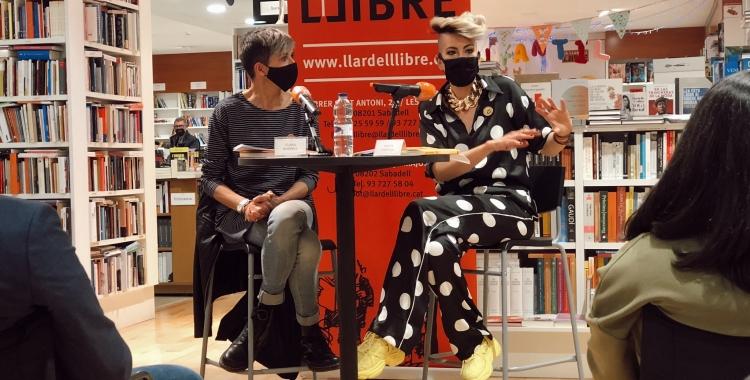Clara Borrell i Marta Pontnou a la presentació de l'obra a La Llar del Llibre | Jordi Ramoneda