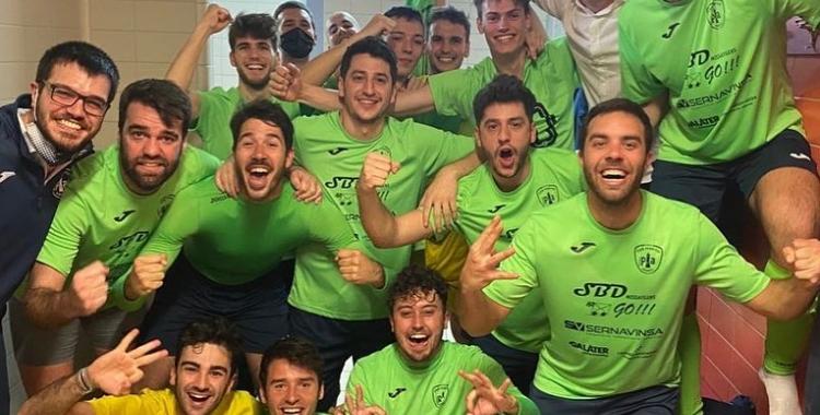 Foto de la celebració de la victòria escolàpia contra l'Aliança Mataró | Futsalpia