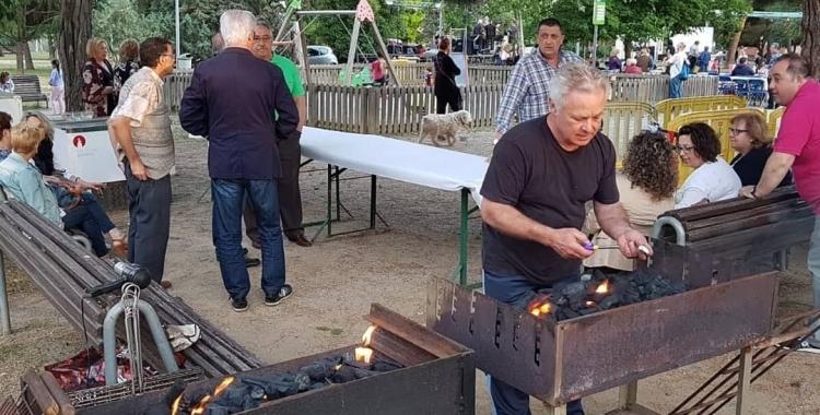 El veïnat de Nostra Llar de Sant Oleguer en una festa Major passada   Cedida