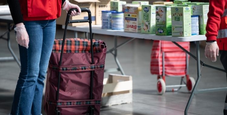 Imatge del dispositiu especial de repartiment d'aliments a Fira Sabadell   Roger Benet