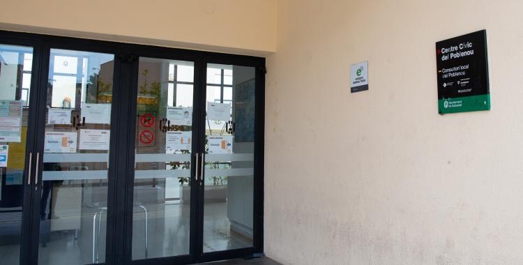 Imatge de l'accés al consultori del Poblenou, ubicat al casal cívic del barri   Roger Benet