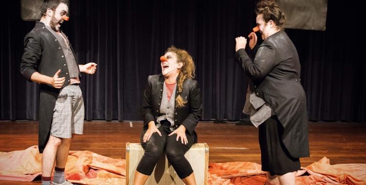 Pústula, en Gresca i laMortadefam a 'Tot esperant enWill'   Teatre del Sol