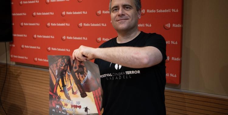 David Garnacho, amb el cartell del festival/ Roger Benet