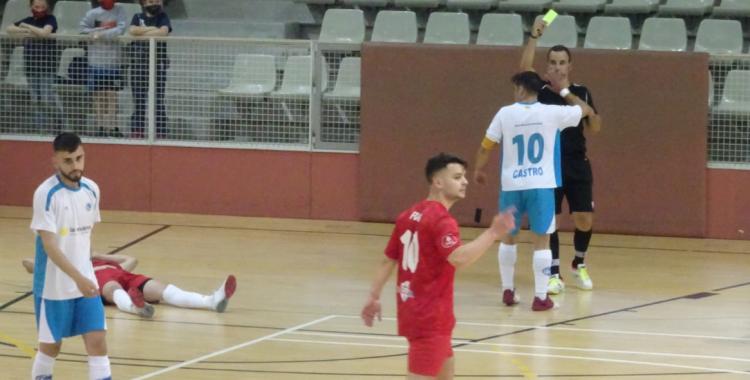 Dani Castro va veure la groga en els primers compassos de partit | Sergi Park