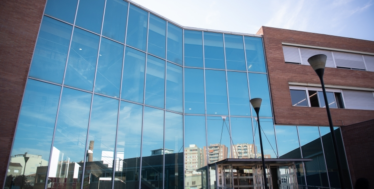 Exterior de la seu de la UAB a Sabadell/ Roger Benet