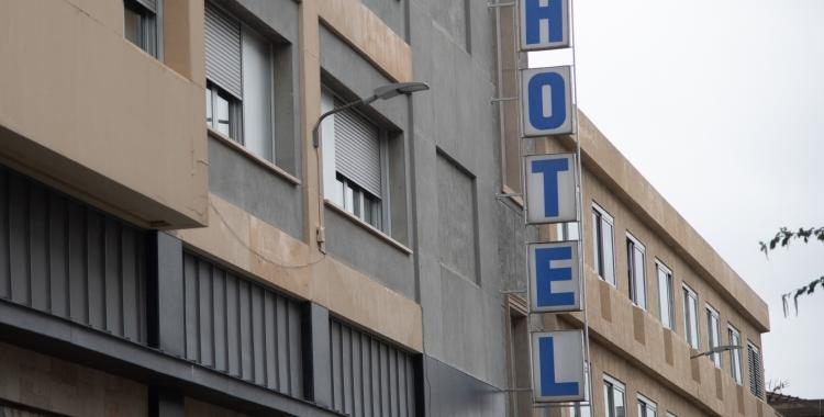 Cartell de l'hotel Urpí/ Roger Benet