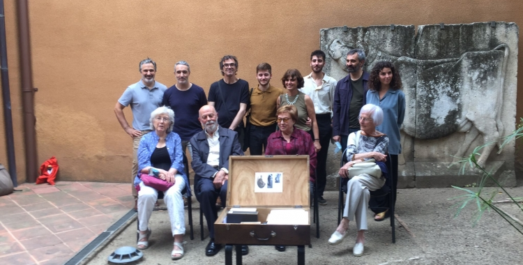 La família Vila-Puig Morera, Santiago assentat el segon per l'esquerra | Ràdio Sabadell