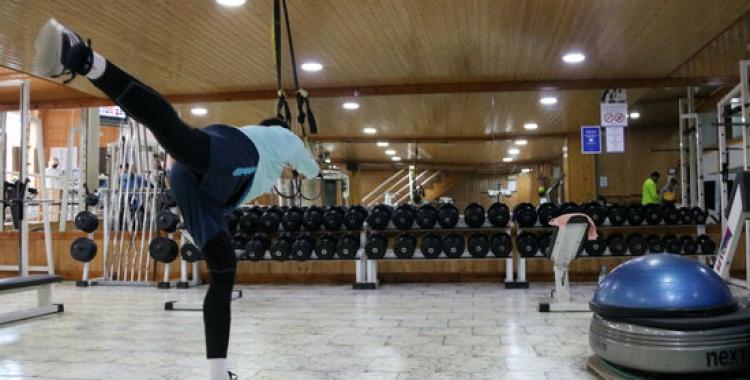 Activitats en una sala interior d'un Gimnàs | ACN