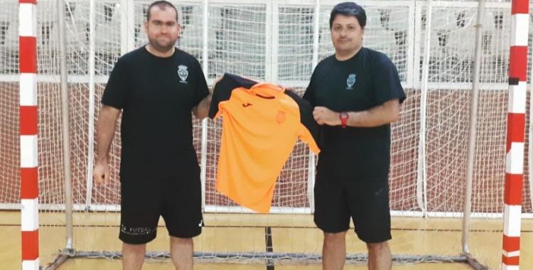 Manel Muñoz (dreta), en la fotografia de presentació acompanyat del coordinador del club, Xavi Girvent | Grups Arrahona