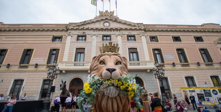 El Lleó de Sabadell davant de l'Ajuntament | Roger Benet