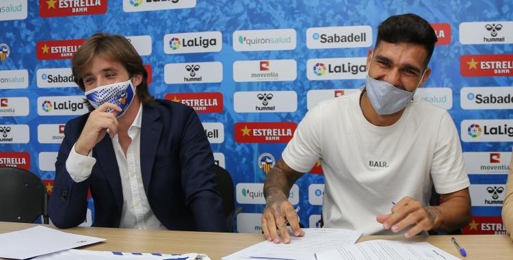Manzanera i Araújo, el dia de la signatura del contracte | CES