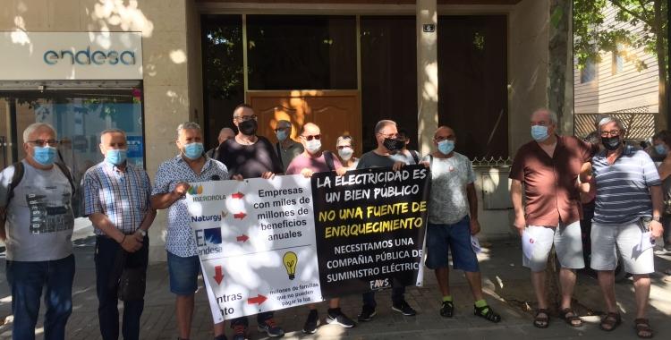 Els concentrarts aquest matí a la seu d'Endesa   Ràdio Sabadell