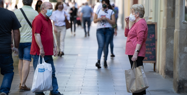 Vianants, a Sabadell, amb mascareta/ Roger Benet