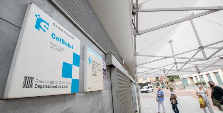 Entrada al CAP Centre, a la plaça Joan Oliu | Roger Benet