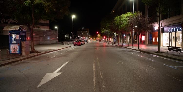 Els carrers de la ciutat, buits durant el toc de queda/ Roger Benet