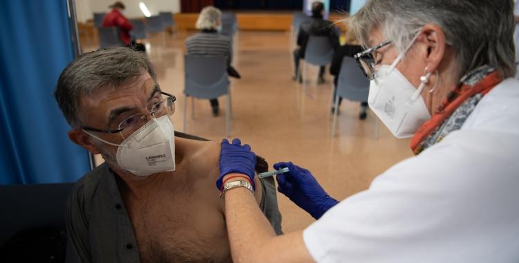 Un moment del procés de vacunació/ Roger Benet