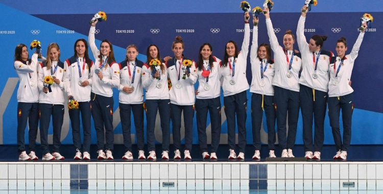 Les jugadores de la selecció femenina de waterpolo, al podi   Cedida